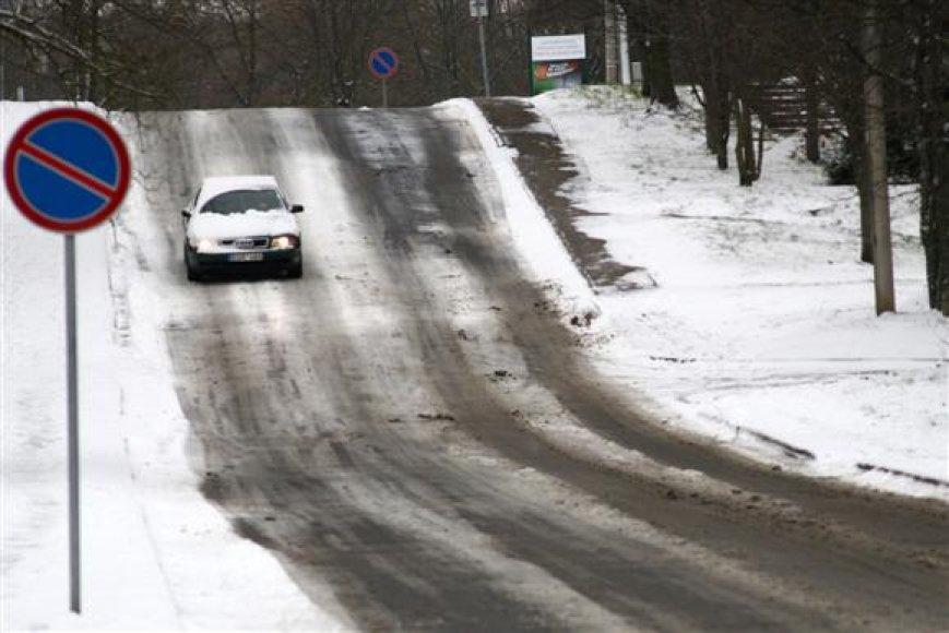 Kauno gatvių barstymui ir valymui šiais metais skirta kur kas mažesnė savivaldybės biudžeto dalis, nei ankstesniaisiais metais.