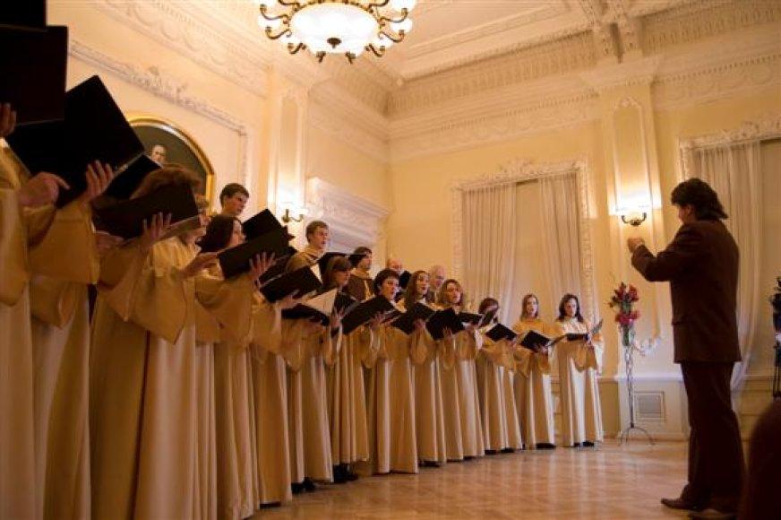 """Tarptautinio festivalio lankytojai išgirs ir R.Daugėlos vadovaujamo choro """"Cantate Domino' pasirodymus."""