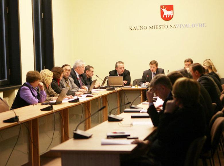 Kauno miesto politikus šokiravo informacija apie ligonių ir poliklinikų direktorių algas.