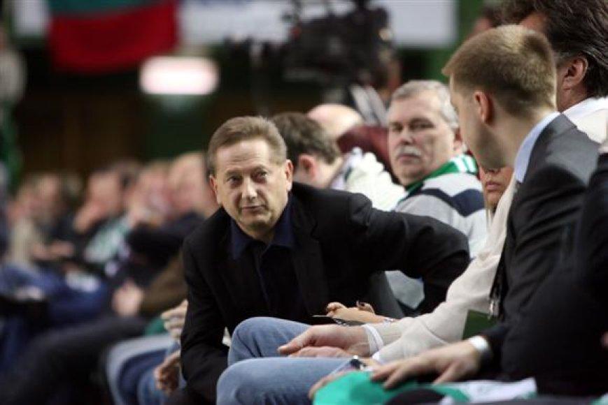Žinia, jog V.Romanovas nutarė iš komandos išmesti net tris jos narius, šokiravo ne tik krepšinio sirgalius, tačiau ir pačius atleistuosius.