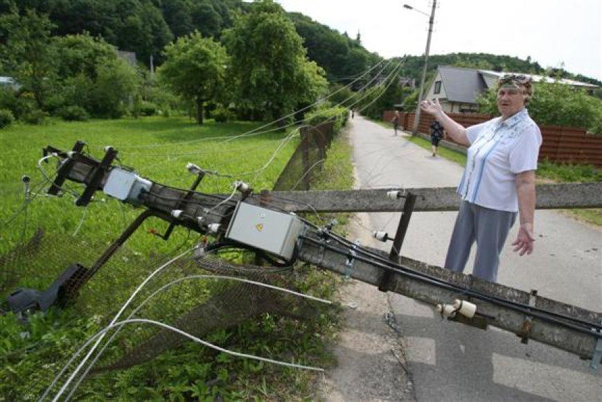 A.Šerkšnienė dėl sulaužytos tvoros bei apgadintų namo laiptų policijoje parašė pareiškimą.