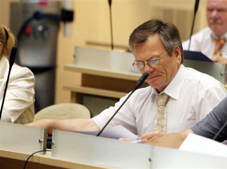 V.Bancevičius, išgirdęs apie Valstybės kontrolės pateiktas išvadas, buvo priverstas pamiršti atostogų malonumus.