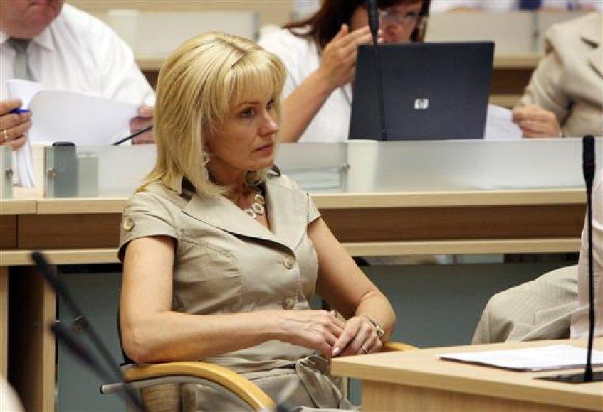 """Antrą kadenciją Kauno taryboje dirbanti L.Kekienė, pavadinta viena tyliausių miesto politikių, replikuoja: """"Aš nežinau, ar """"sklaidymasis"""" posėdžio metu yra """"kietumas""""."""
