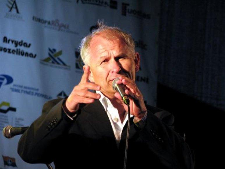 """Ant filharmonijos scenos kartu su """"DixXband"""" pasirodys ir vienas profesionaliausių šalies džiazo vokalistų S.Januška."""
