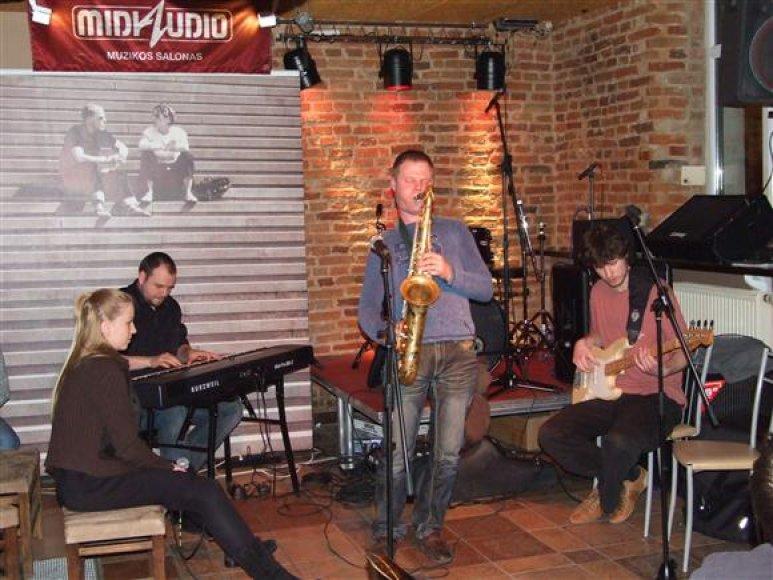 """""""FFS Quartet"""" priešakyje – klausytojų dėmesį visuomet prikaustantis saksofonininkas T.Razmus. Organizatorių nuotr."""