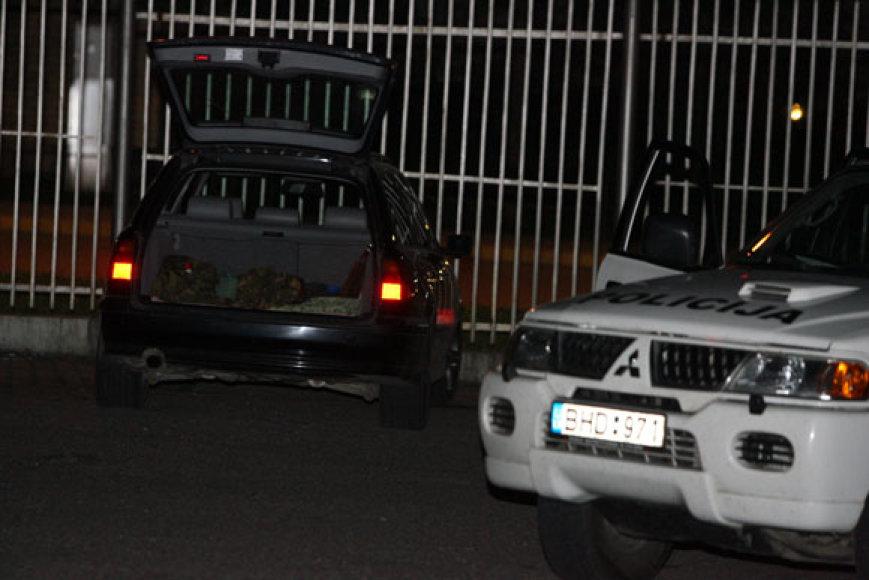 Automobilio bagažinėje - sprogdikliai