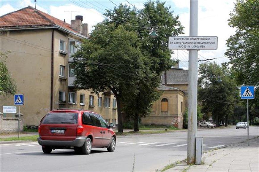 Geriausias tuščių Kauno valdžios pažadų įrodymas – iki šiol A.Juozapavičiaus prospekto pradžioje kabanti lentelė.