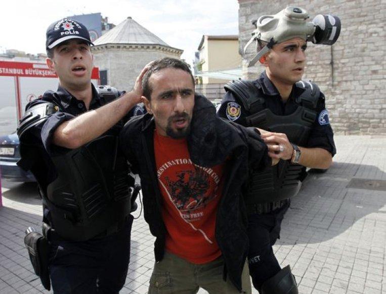Turkijoje demonstrantai protestavo prieš TVF susitikimą