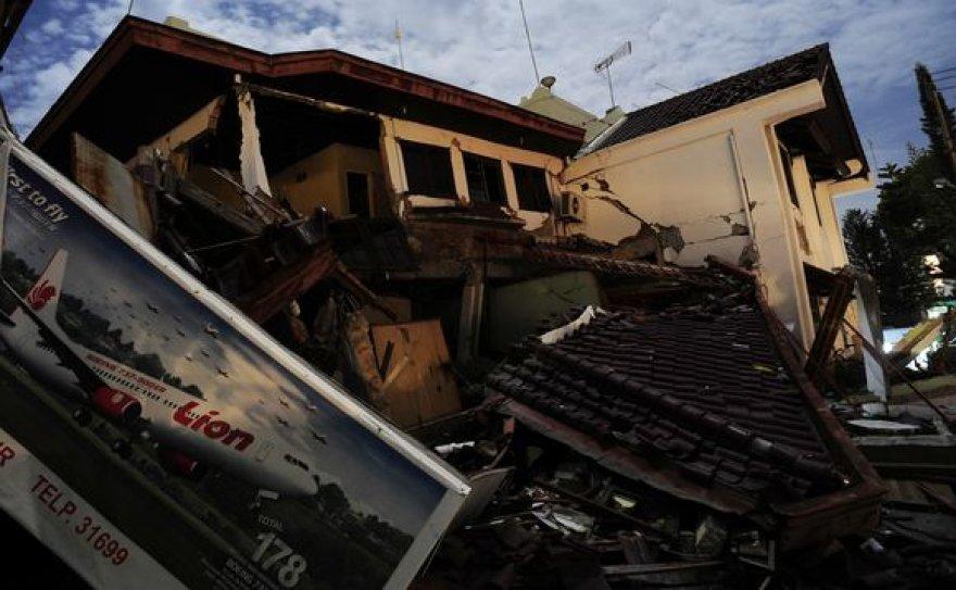 Indonezija po žemės drebėjimų ir purvo nuošliaužų