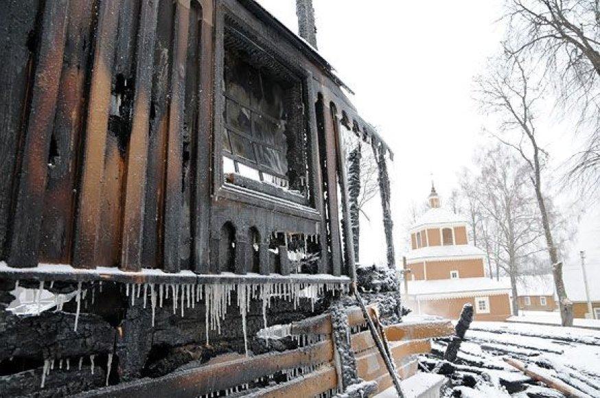 Pirmieji į gaisro vietą atvyko Utenos rajono ugniagesiai