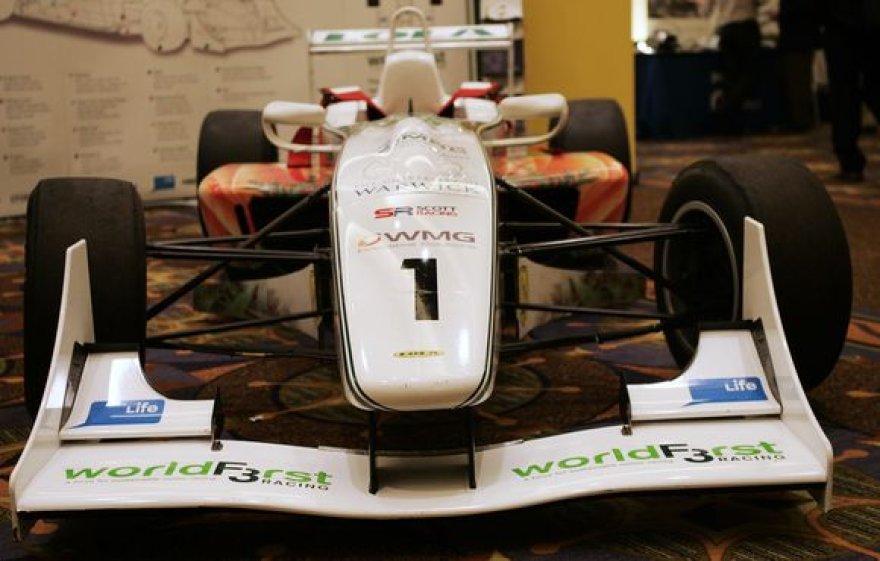"""""""Formulė-3"""" klasės automobilį"""