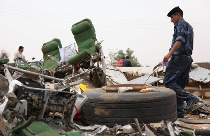 Lėktuvas sudužo leisdamasis netoli oro uosto