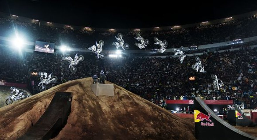 """""""Red Bull X-Fighters"""""""