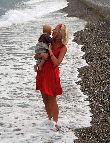Foto naujienai: Eglė Jackaitė su mažyliu lepinosi Turkijos saule