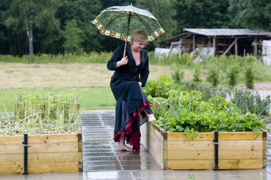 Foto naujienai: Edita Mildažytė: dovanų – sodas
