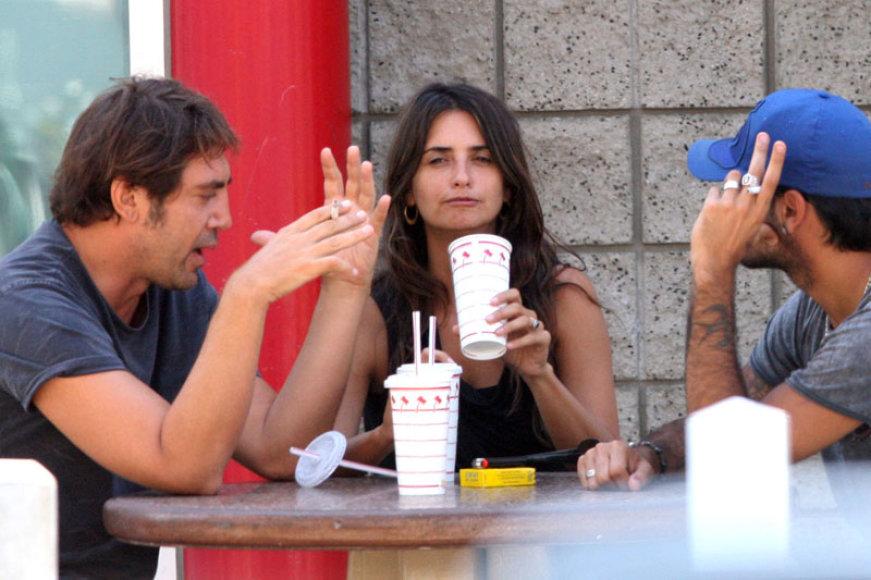 Foto naujienai: Penelope Cruz ir Javieras Bardemas susituoks dėl tėvų?