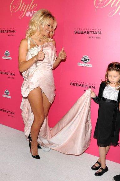Foto naujienai: Pamela Anderson nestilingiausia tarp stilingiausiųjų