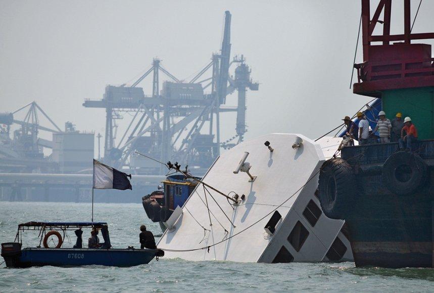 Ties Honkongo sala susidūrė laivas ir keltas