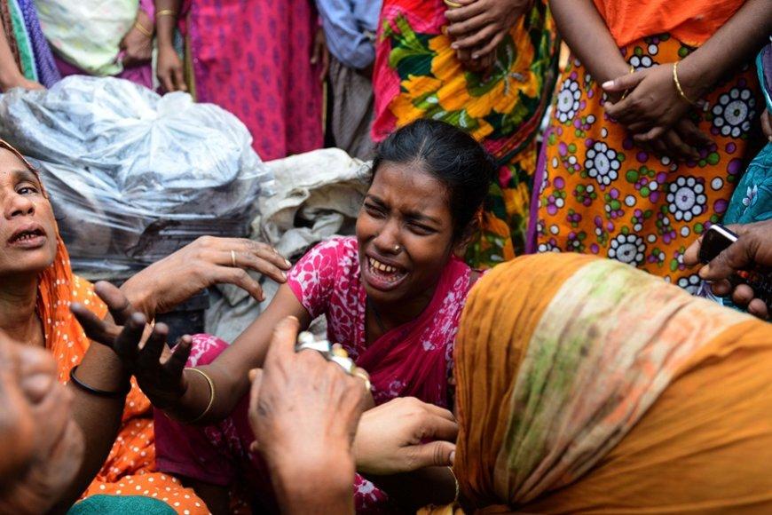 Bangladešo sostinės Dakos lūšnyno gyventojai gedi gaisro aukų