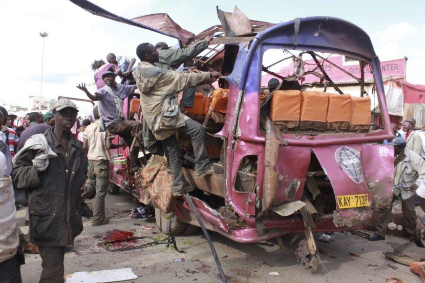 Kenijoje sprogo užminuotas autobusiukas.