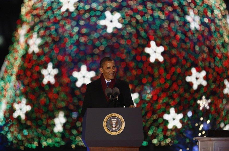 Netoli Baltųjų rūmų sužibo pagrindinė JAV Šv. Kalėdų eglė