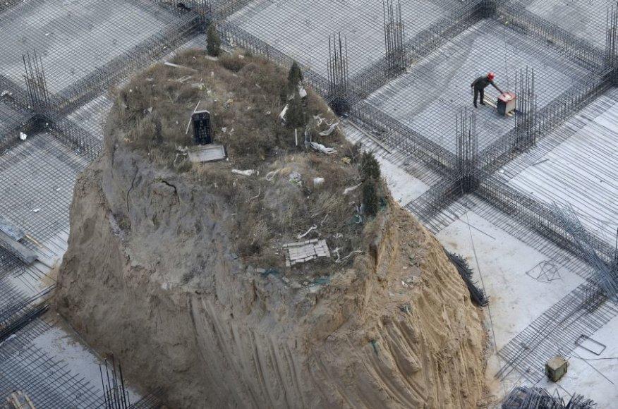 Kapavietė atsidūrė vidury statybvietės.