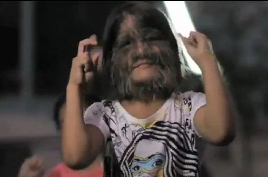 Pati plaukuočiausia mergaitė, Supatra Sasuphan, gyvena Tailande. Ji įtraukta į Guinneso rekordų knygą.