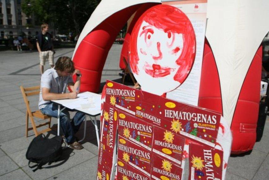 Pirmadienį Vilniuje, V.Kudirkos aikštėje, Nacionalinis kraujo centras surengė Neatlygintinos kraujo donorystės akciją