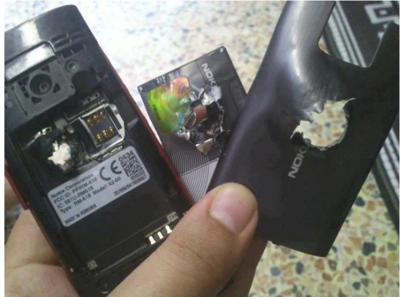 """Telefonas """"Nokia X2"""" sustabdė kulką ir išgelbėjo žmogaus gyvybę"""