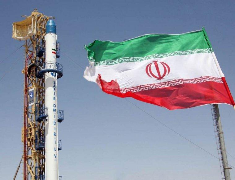 """Iranas skelbia 2009 metais sėkmingai paleidęs palydovą """"Omid""""."""