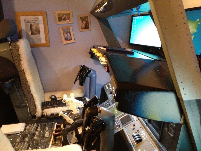 """Prancūzas Laurentas Aigonas vaikų miegamajame įrengė tikrą """"Boeing 737"""" pilotų kabiną"""