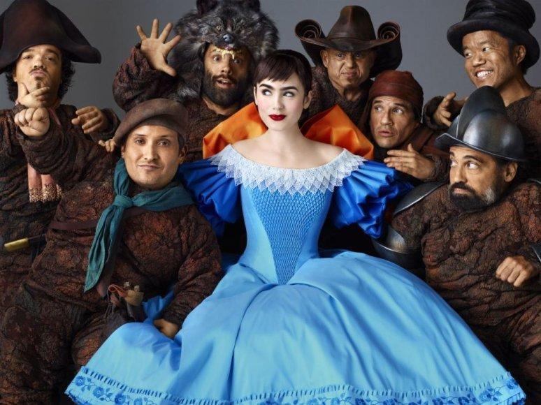 """Lily Collins filme """"Veidrodėli, veidrodėli… Snieguolės istorija"""""""