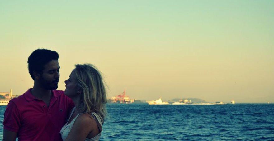 Kristinos romanas: Kažkur tarp Rytų ir Vakarų, aš ir jis vis dar kartu