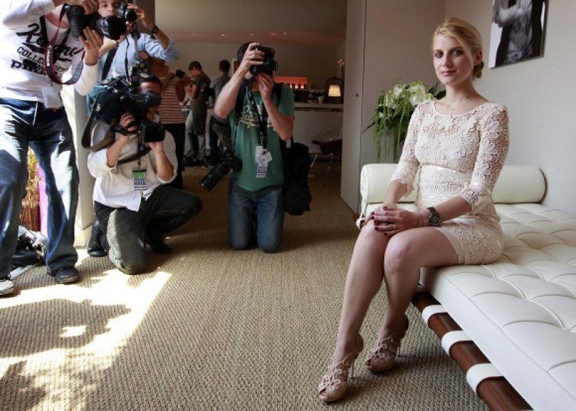 Prancūzų aktorė Melanie Laurent ves 64-ojo Kanų kino festivalio atidarymo ceremoniją.