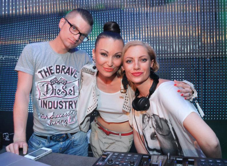 Justin Xara, Karina Krysko-Skambinė ir Julija Fedotova (dešinėje)