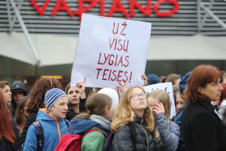 Juliaus Kalinsko / 15min nuotr./Antakalnio progimnazijos mitingas