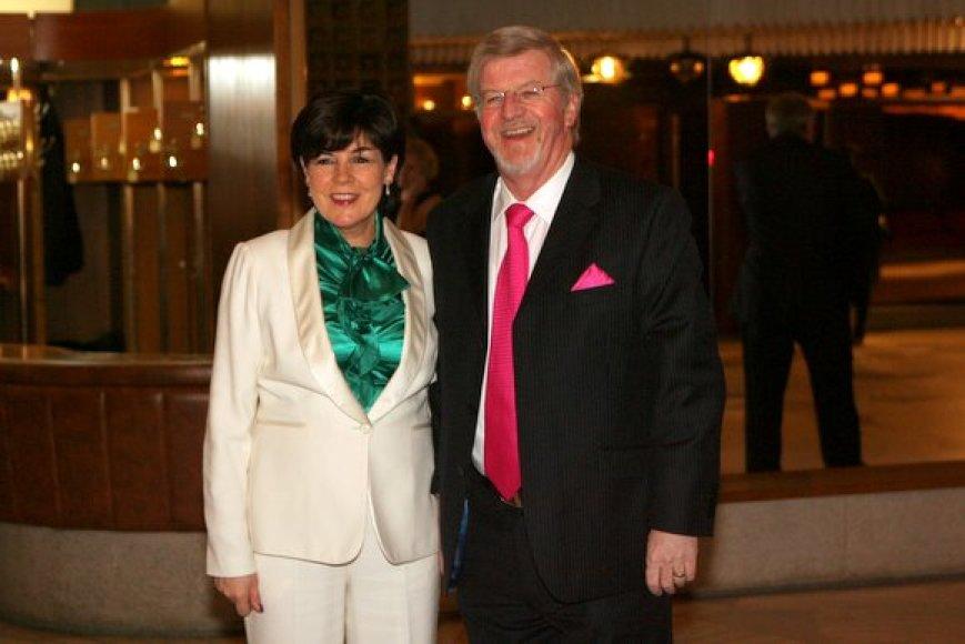 Airijos ambasadorius D.Denham'as su žmona Siobhan'a