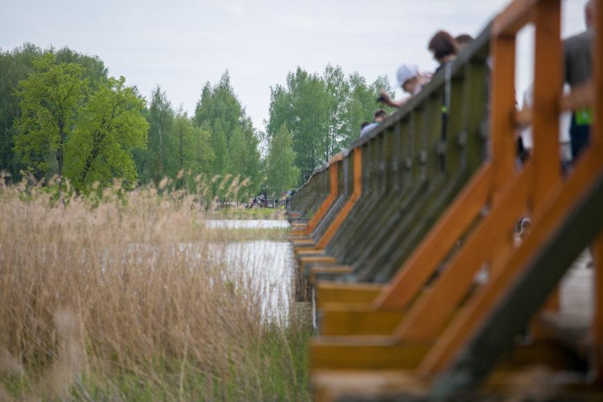 Juliaus Kalinsko / 15min nuotr./Širvėnos ežero tiltas – medinis pėsčiųjų tiltas, ilgiausias Lietuvoje