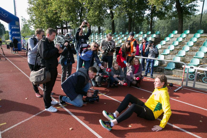 Juliaus Kalinsko / 15min nuotr./ L.Zarecko apšilimas prieš bėgimą