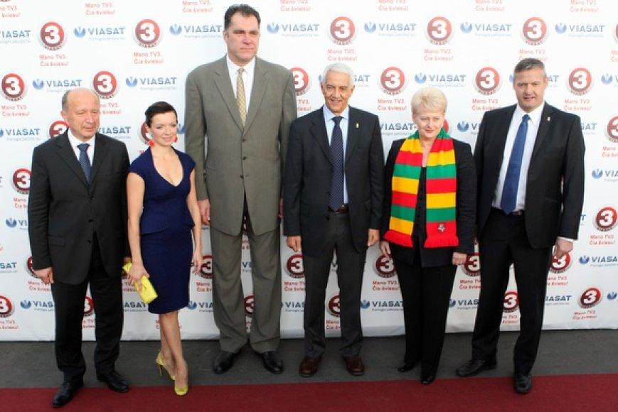 Iš kairės: Andrius Kubilius, Laura Blaževičiūtė, Arvydas Sabonis, Naras Zanolinas, Dalia Grybauskaitė ir Olafuras Rafnssonas