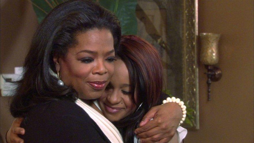 Bobbi Kristina Brown su laidų vedėja Oprah Winfrey (kairėje)