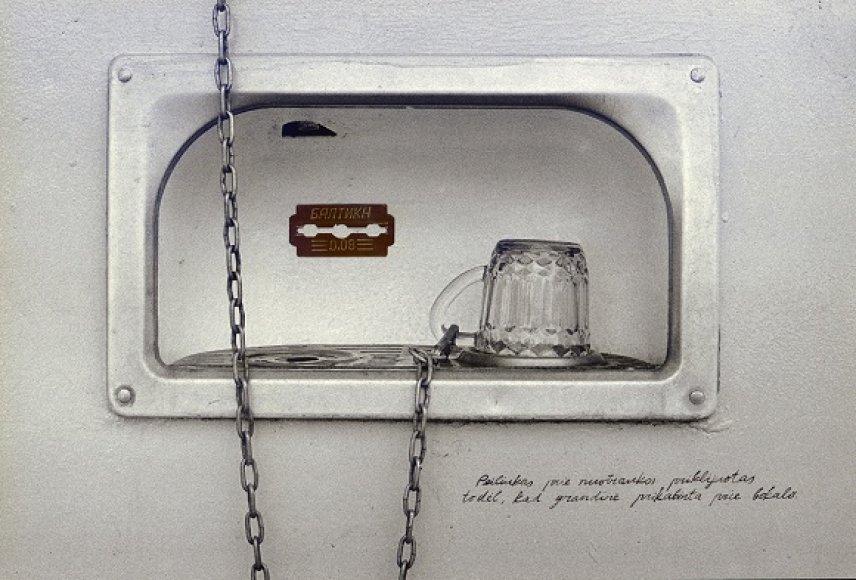 """Remigijus Pačėsa """"Peiliukas prie nuotraukos priklijuotas todėl, kad grandinė prikabinta prie bokalo"""" 1992 m."""