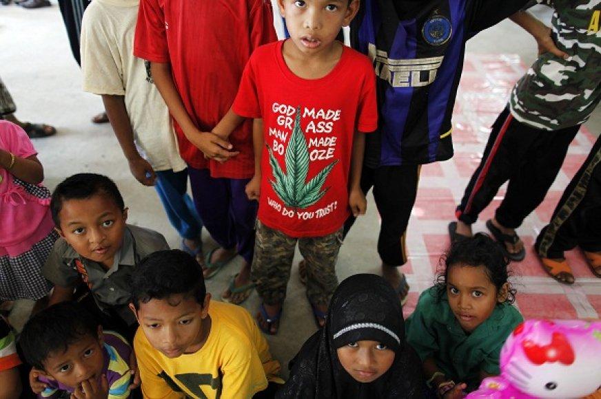 Kai kuriose Afrikos ir Azijos šalyse plačiai paplitęs ne tik berniukų, bet ir mergaičių apipjaustymas