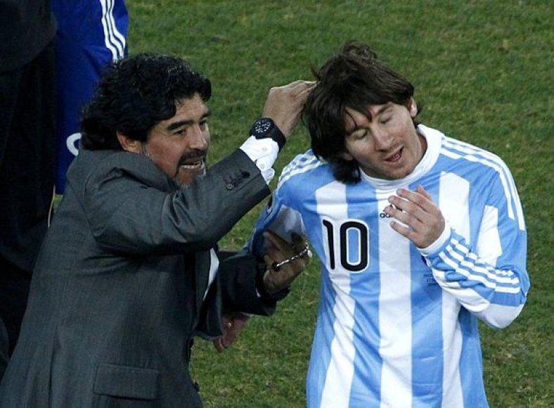 D.Maradona sveikina L.Messi