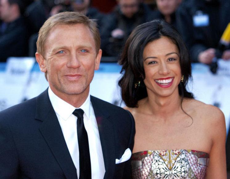 Danielis Craigas su Satsuki Mitchell