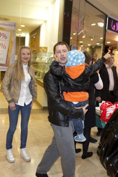 Egidijus Dragūnas su sūnumi ir Eleonora