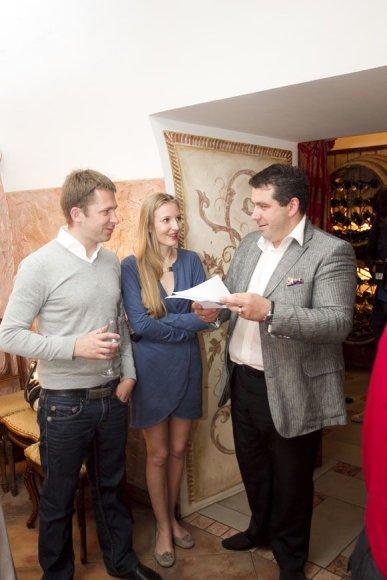 Egidijus Dragūnas, jo gyvenimo draugė Eleonora ir bičiulis verslininkas Darius Katinas