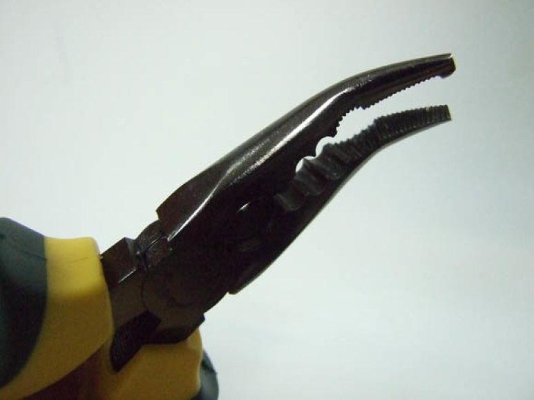 Šiuolaikinės meškeriotojo replės atlieka įvairias funkcijas – nuo kabliuko išsegimo iki valo kirpimo
