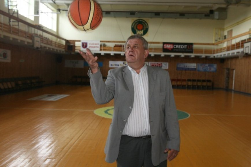 Vilniaus krepšinio mokyklos direktorius A.Naruševičius mano, kad vieningas sporto centras atneš ne naudą, o tik žalą sportui.