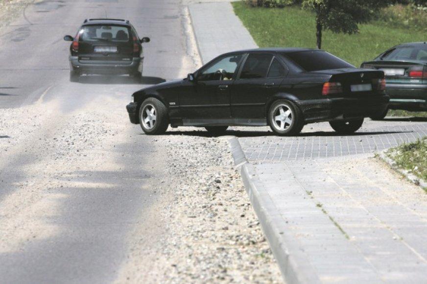Kai kurios Vilniaus gatvės ir praėjus kelioms dienoms po paskutinės liūties vis dar primena žvyrkelius.